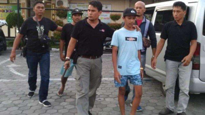 Hina Jokowi di Facebook, Remaja di Lombok Ditangkap Polisi – VIVA – VIVA.co.id
