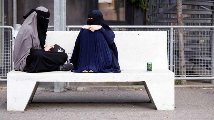 Apple dan Google Diminta Hapus Aplikasi Pelacak Perempuan Saudi