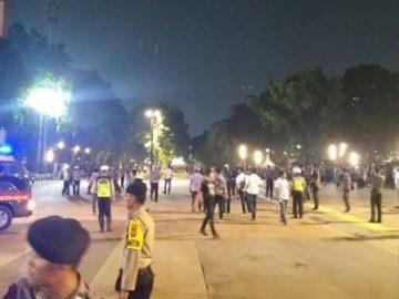 Video Petugas Buka Police Line Lokasi Ledakan Parkir Timur Senayan | iNews Portal