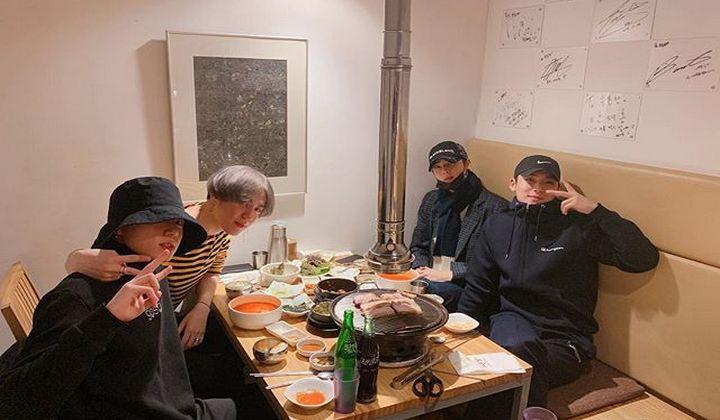 Bikin Histeris, Jungkook-Cha Eun Woo dan Squad 97 Line Pamer Nongkrong Bareng