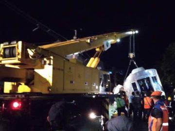 Evakuasi KRL Anjlok Selesai, Commuter Line Relasi Bogor Dibuka