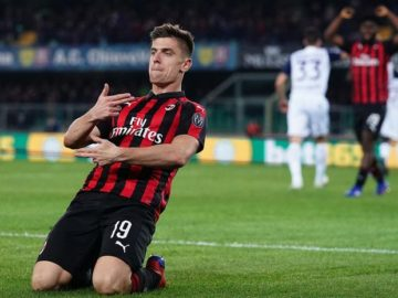 Striker AC Milan, Krzysztof Piatek, merayakan golnya dalam laga giornata ke-27 Liga Italia melawan Chievo di Stadion  Marc