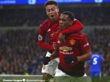 Penyerang Manchester United, Anthony Martial (kanan), merayakan golnya bersama Jesse Lingard.
