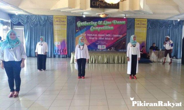 Tim Angkatan 1980 Juara Kompetisi Line Dance – Pikiran Rakyat