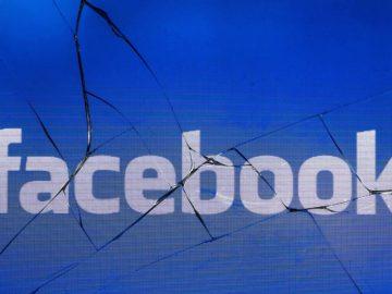 Ada banyak grup penipu di Facebook. (Photo by JOEL SAGET / AFP)