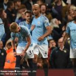 Kapten Manchester City, Vincent Kompany, berselebrasi seusai menjebol gawang Leicester City pada laga di Etihad Stadium, Senin (6/5/2019)