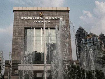 Relawan Jokowi Polisikan Akun Facebook Rocky Gerung