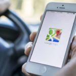 Aksi Kocak Pengendara Motor saat Berpapasan dengan Mobil Google
