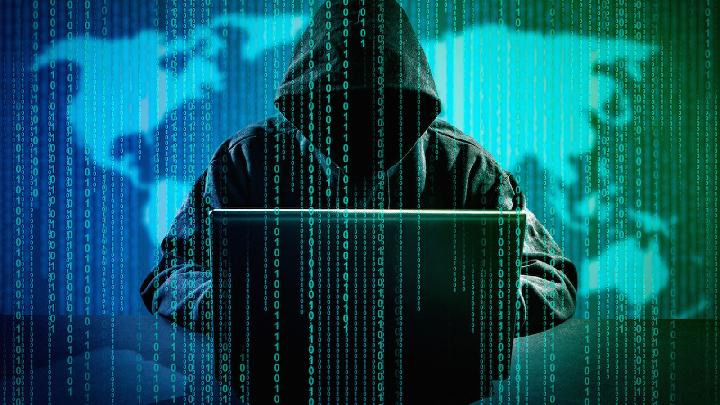 Ilustrasi hacker sedang menjual identitas digital di dalam dark web. mic.com