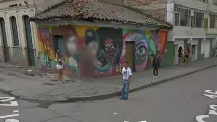 Gambar Orang-orang Dipojok Jalan Ini Dikaburkan Google Maps, Ini Alasannya